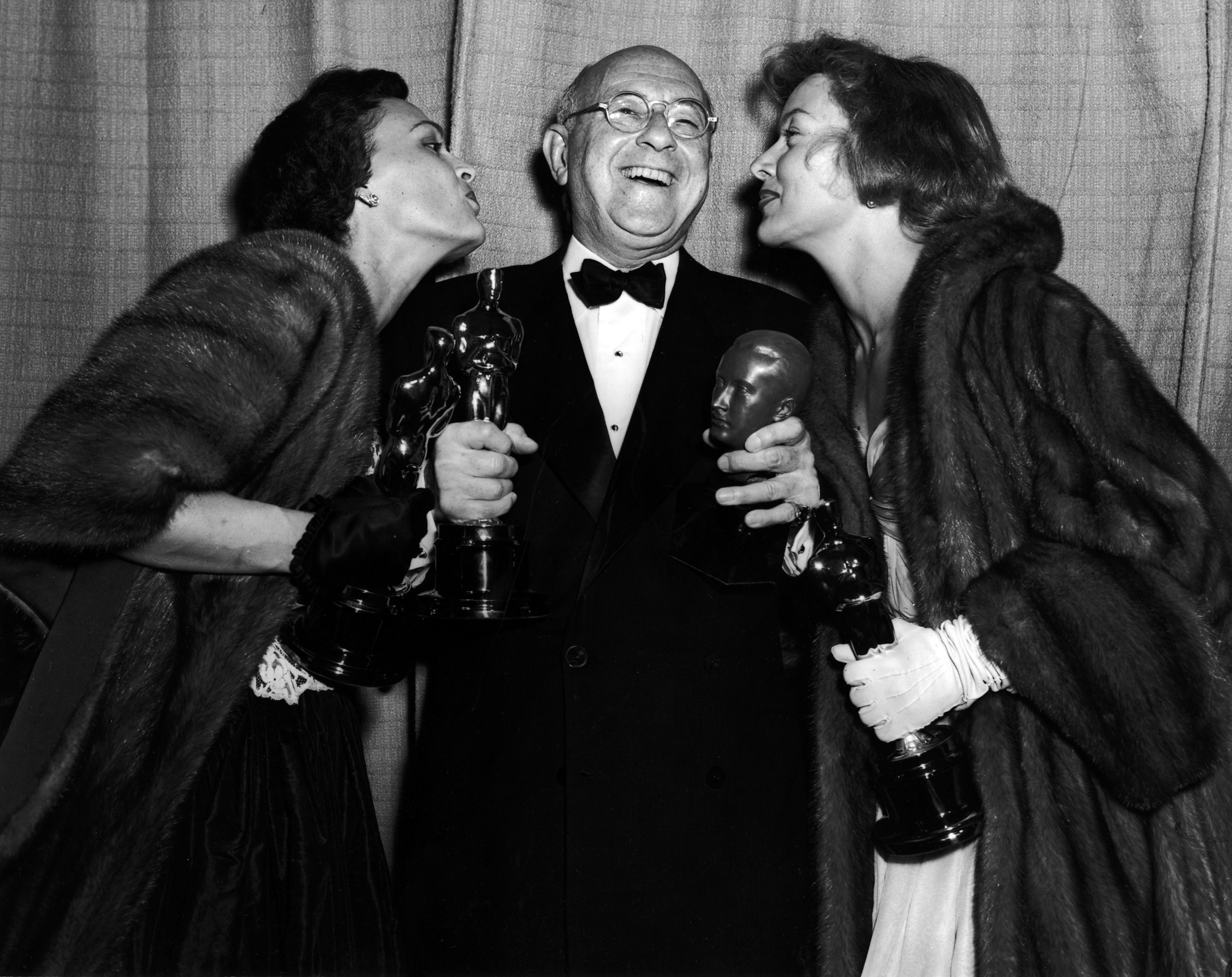 Katherine DeMille Quinn, Cecil B. DeMille, and Gloria Grahame backstage at the 1952 (25th) Academy Awards ceremony.