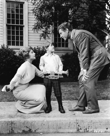 American actors Shirley Jones and Robert Preston (1918 - 1987) bend down to talk to Ronny Howard in a still from the motion picture 'The Music Man,' 1962. (Photo by Hulton Archive/Getty Images)