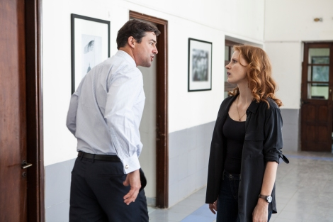 Kyle Chandler (left) and Jessica Chastain in Columbia Pictures' thriller ZERO DARK THIRTY.